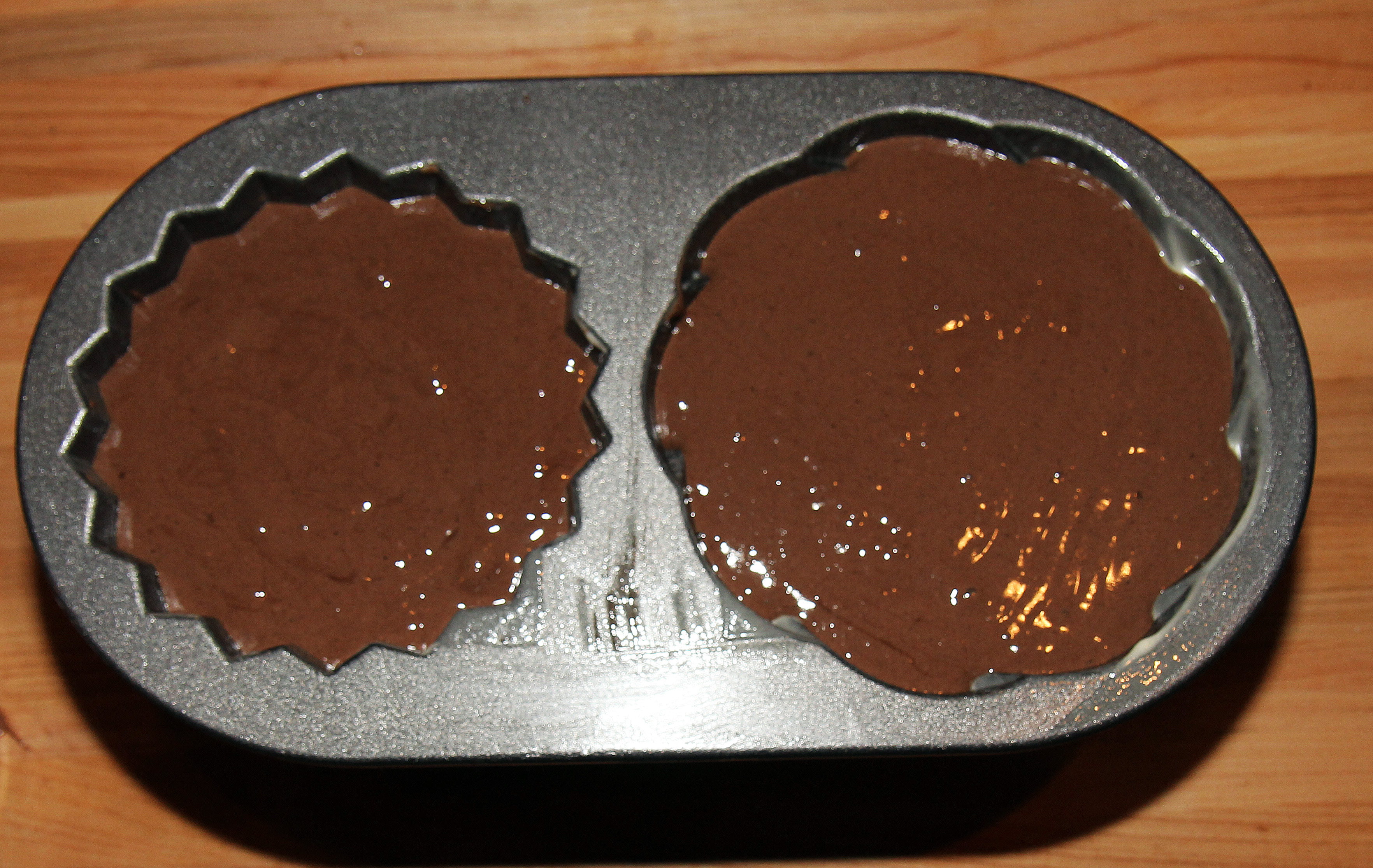 how high to fill cake pan